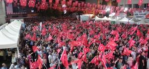 Van'da 15 Temmuz Demokrasi ve Milli Birlik Günü Ellerine Türk bayrağı alan binlerce Vanlı, yürüyüş yaparak terör örgütlerini lanetledi