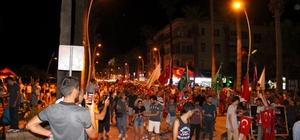 Marmaris demokrasiye sahip çıktı 15 Temmuz darbe girişiminde Cumhurbaşkanı Recep Tayyip Erdoğan'a suikast girişiminin bulunulduğu Marmaris'te binlerce kişi ellerinde Türk Bayrakları demokrasiye sahip çıktı.