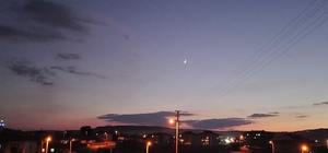 Gökyüzünde duygulandıran görüntü Ay ve yıldızın görüntüsü, Türk bayrağını anımsattı