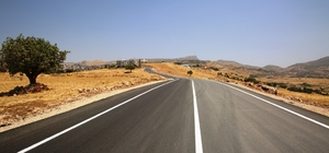 Şırnak'ta asfalt çalışmasının tamamlandığı yollarda çizgi çalışması