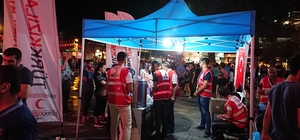 Kızılay'dan nöbete katılan vatandaşlara ikram
