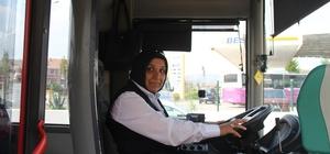 """3 çocuk annesi, belediye otobüsünün direksiyonuna geçti Yıllardır direksiyon sallayan Derya Sevinen: """"Yakında sen uçak da sürersin diyenler oldu"""""""