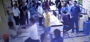 Hastanede görülmemiş kavga Hasta yakınları sağlık görevlilerine saldırırken engelli şahıs motosikletiyle hastaneye daldı