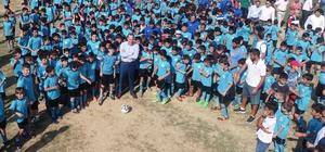 7 bin çocuk ücretsiz futbol eğitimi alacak Büyükşehir Belediyesi Yaz Futbol Okulu Başkan Sözlü'nün başlama vuruşu ile açıldı