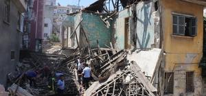 Mersin'de kullanılmayan 2 katlı bina çöktü