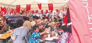 Adana'nın yöresel lezzetleri Japonya'da Japonya'nın başkenti Tokyo'da gerçekleştirilen Türk Gıda Ürünleri Festivalinde Türk mutfağının seçkin yemeklerinin tanıtımı yapılırken, Adana'nın yöresel lezzetleri damga vurdu Şalgam suyu, cezerye, karpuz, kısır ve mercimekli köftenin öne çıktığı festivale Adana Büyükşehir Belediyesi Çukurova'nın tarihi ve turistik değerlerini tanıtan yayınlar ve eşantiyonlarla destek verdi