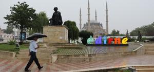 Bir anda bastırdı, caddeler 5 dakikada göle döndü Edirne'de sağanak yağış hayatı olumsuz etkiledi