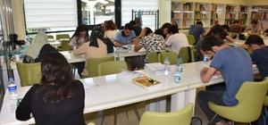 Gençlerin isteği üzerine 24 saat hizmet veren kütüphane