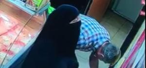 Çarşafla bir günde 22 teneke zeytinyağı çaldılar Giresun'da beş ayrı marketten hırsızlık yaptığı belirlenen karı-koca marketin güvenlik kamerasına takıldı
