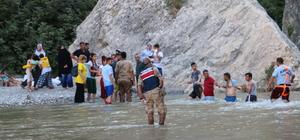 Kanyonda mahsur kalan piknikçilerin yardımına itfaiye ve jandarma koştu