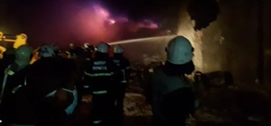 Afrin'in Cinderes kasabasında çıkan yangında soğutma çalışmaları