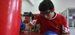 """(Özel haber) Rakiplerinin gözlük taktığı için dalga geçtiği Mizan, 2 yıldır yenilmiyor Milli boksör Mizan Akyol: """"Rakiplerim küçümsüyor ama ringe çıkınca her şey değişiyor"""""""