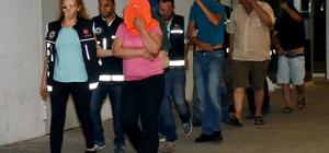 Fuhuş operasyonuna 6 tutuklama Marmaris'te yabancı uyruklu 13 kadını turistik otellerde zorla fuhuş yaptırdığı ileri sürülen ve gözaltına alınan 13 kişiden 6'sı çıkarıldıkları mahkemece tutuklandı