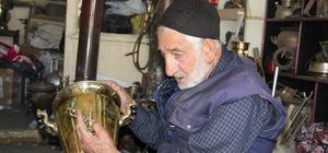 Sarı semaver dökümün son ustası Erzurum'un son sarı semaver döküm ustası mesleğini sürdürüyor