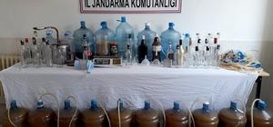 220 litre el yapımı alkol ele geçirildi Muğla İl Jandarma Komutanlığı'na bağlı ekiplerin Ortaca'nın dünyaca ünlü Dalyan mahallesinde bir eve yaptığı operasyonda el yapımı 220 litre kaçak rakı ele geçirildi.