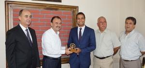 Aydın'da ayın şoförüne ödülünü Çandıroğlu verdi