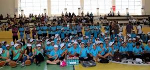 Kayapınar Belediyesi Başkanlığı tarafından bin 350 öğrenciye spor malzemesi dağıtıldı