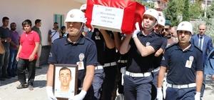 Şehit polis memuru son yolculuğuna uğurlandı Van'da 2 teröristin etkisiz hale getirildiği operasyonda yaralandıktan sonra tedavi gördüğü hastanede şehit olan polis memuru, memleketi Kahramanmaraş'ta toprağa verildi