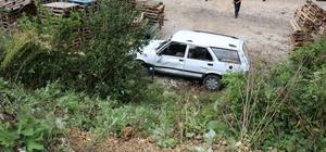 Ters yönde gelen tırın sıkıştırdığı otomobil şarampole yuvarlandı Kazada 1'i bebek 4 kişi yaralandı