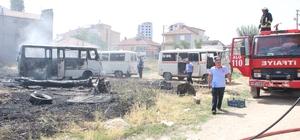 Karaman'da minibüslerin konduğu boş arsada yangın çıktı 1 minibüs yanarak kullanılamaz hale geldi