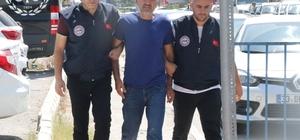 """MİT'in Ukrayna'da yakaladığı FETÖ'cüden şaşırtan çıkış: """"Devlet bölünmez, Türk milleti bölünmez"""" MİT Başkanlığınca FETÖ'ye yönelik Ukrayna'da yapılan operasyonda yakalanarak Mersin'e getirilen Salih Zeki Yiğit, sevk edildiği mahkemece tutuklandı """"Ne ifade verdiniz?"""" sorusuna """"Devletimiz için ne faydalıysa onu verdik"""" diyen Yiğit, """"Devleti bölmeye çalıştınız mı?"""" şeklindeki soruya ise, """"Devlet bölünmez, Türk milleti bölünmez"""" diye yanıt verdi"""