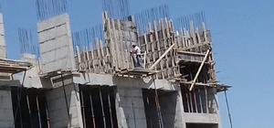 Ağrı'da inşaat işçisinin 6'ncı katta tehlikeli çalışması
