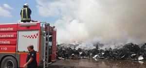 Osmaniye'deki yangın söndü Dün akşam geri dönüşüm fabrikasında atıkların depolandığı bölgede çıkan yangının kendiliğinden sönmesinin ardından ekipler soğutma çalışmasına başladı