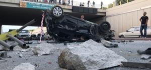 Kamyonun çarptığı otomobil alt geçide düştü Vatandaşlar film izler gibi izledi