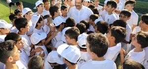 Başkan Atilla çocuklarla bir araya geldi