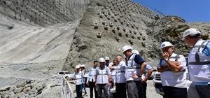 """Yusufeli Barajı 275 metre gövde yüksekliği ile Eyfel Kulesi'nden 25 metre kısa olacak Türkiye'nin en yüksek barajında gövde betonunun 2 yılda tamamlanması hedefleniyor Yusufeli Barajı milli bütçeye yıllık 600 milyon TL katkı sağlayacak Proje ile yaklaşık 600 bin kişinin enerji ihtiyacı karşılanacak DSİ Genel Müdürü Murat Acu: """"Bugün itibarı ile artık Yusufeli Barajı'nın gövdesinin yapım aşamasına gelinmiştir"""""""