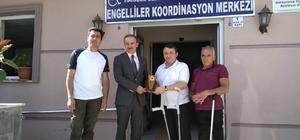 Engellilerden Başkan Vekili Epcim'e teşekkür plaketi