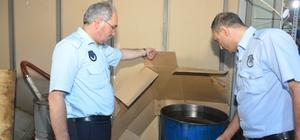 Dilovsası'nda 5.5 ton kaçak on numara yağ ele geçirildi Zabıta ekiplerinin dikkati kaçak yağ üretim tesisini ortaya çıkardı