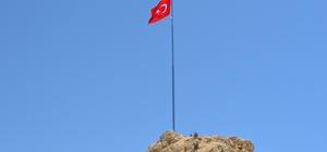 Gabanlar mevkisine Türk bayrağı dikildi