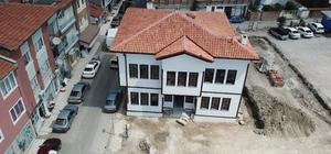 """130 yıllık tarihi karakolda aileler eğitilecek Çorum Belediye Başkanı Zeki Gül; """"Tarihi karakol binası 1 milyon 600 bin liralık harcama ile restore edilerek gelecek kuşaklara kazandırılacak"""""""