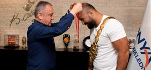 Başkan Böcek, Orhan Okulu'yu tebrik etti