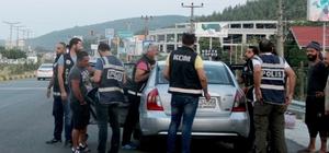 Muğla Emniyetinden 'şok' uygulama Muğla Emniyet Müdürlüğü KOM ve NARKO Şube Müdürlüğü ekipleri tarafından Marmaris-Fethiye karayolunda şok uygulama gerçekleştirildi.