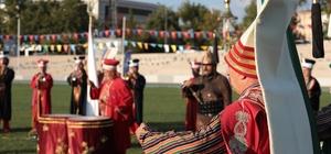 Ecdat yadigârı 'Ata Sporları' Bursa'da yaşatılıyor Bursa Büyükşehir Belediyesi tarafından düzenlenen '3. Türk Dünyası Ata Sporları Şenliği', Atatürk Stadyumu Meydanı'nda nefes kesen gösteriler ve coşkulu görüntülerle başladı.
