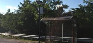 Körfez'de otobüs durakları güneş enerjisi ile aydınlatılıyor