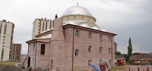 Cami minarelerine kavuşuyor Sivas'ta yardım paraları tükenince minareleri yarım kalan Hüda-i Camisi, İhlas Haber Ajansı'nın haberinden sonra minarelerine kavuşuyor