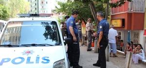 Antalya'da veresiye vermeyen marketçi kadın bıçaklandı Antalya'da girdiği marketten veresiye alışveriş yapmak isteyen bir kişi, olumsuz cevap alması üzerinde market sahibi kadını boğazından ve yüzünden bıçakla yaraladı