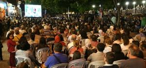Adalar'da yüzlerce vatandaş sokak sinemasında buluştu