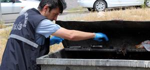 Temizlik işçisi çöpte silah buldu