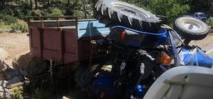 Traktör devrildi: 5 yaralı Menteşe'nin kırsal Denizova Mahallesinde virajı alamayan traktörün devrilmesi sonucu 5 kişi çeşitli yerlerinden yaralandı.