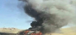 Doğubayazıt'ta PKK'lı teröristler 4 aracı ateşe verdi