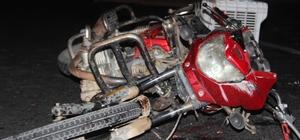 Motosiklet sürücüsünün talihsiz ölümü Araçlar karşı şeride geçen motosiklet sürücüsünün üzerinden geçti Güvenlik güçleri kazada ölen sürücünün kaçan arkadaşını arıyor
