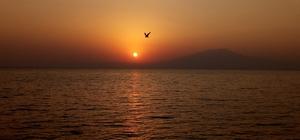 Gün batımı Van Gölü'nde izlenir