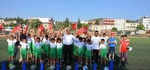 Başkan Kılıç, minik sporculara forma hediye etti Oğuzeli Belediyesi yaz spor Okullarında forma heyecanı