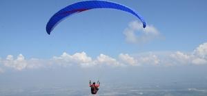 Kartepe'de Yamaç Paraşütü Şenliği