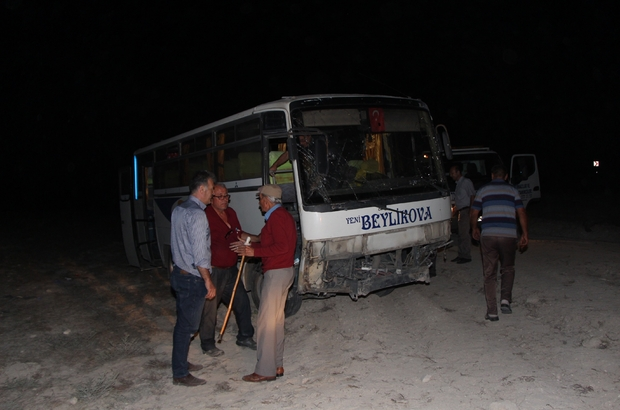 Midibüs şoförü direksiyon hakimiyetini kaybetti: 1 ölü, 14 yaralı Şoförün öngörüsü faciayı önledi