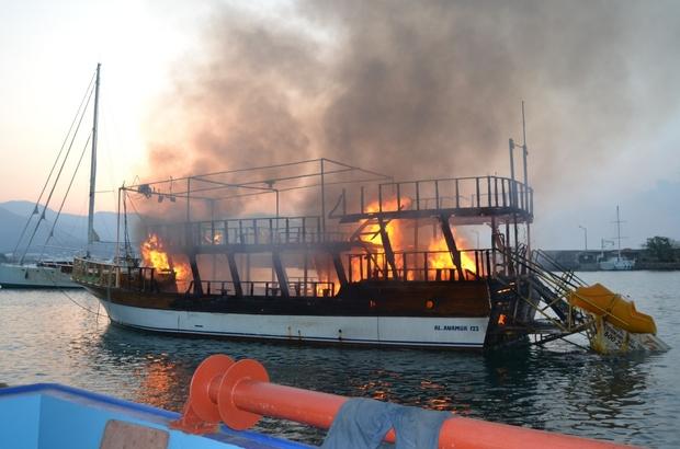 Endonezyada yolcu teknesi yandı: 23 ölü